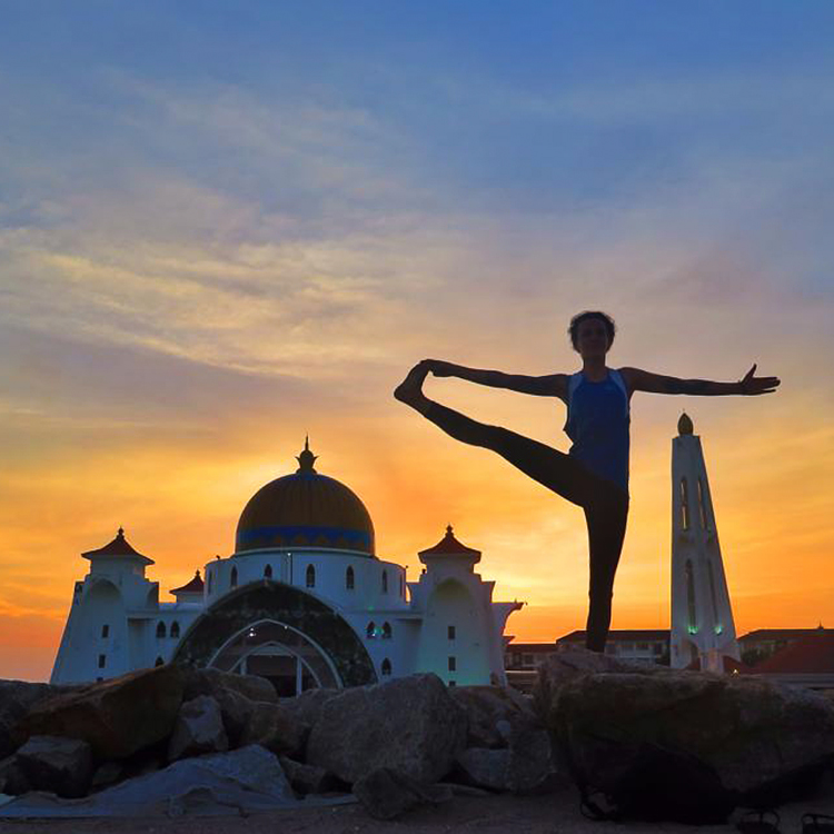 Sunset at the flating mosque in Malacca, Malaysia. Mostly Amelie vegan travel blog.
