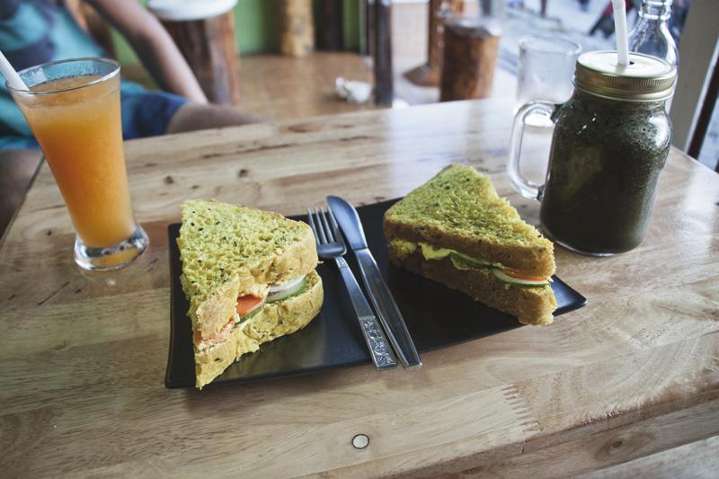 Vegan food guide of Koh Phangan, Thailand. Soul Food Cafe, Thong Sala.